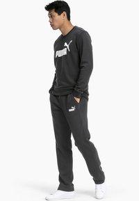 Puma - ESSENTIALS - Pantalon de survêtement - black - 1