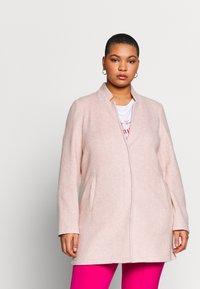 Vero Moda Curve - VMBRUSHED KATRINE  - Krátký kabát - nude - 0