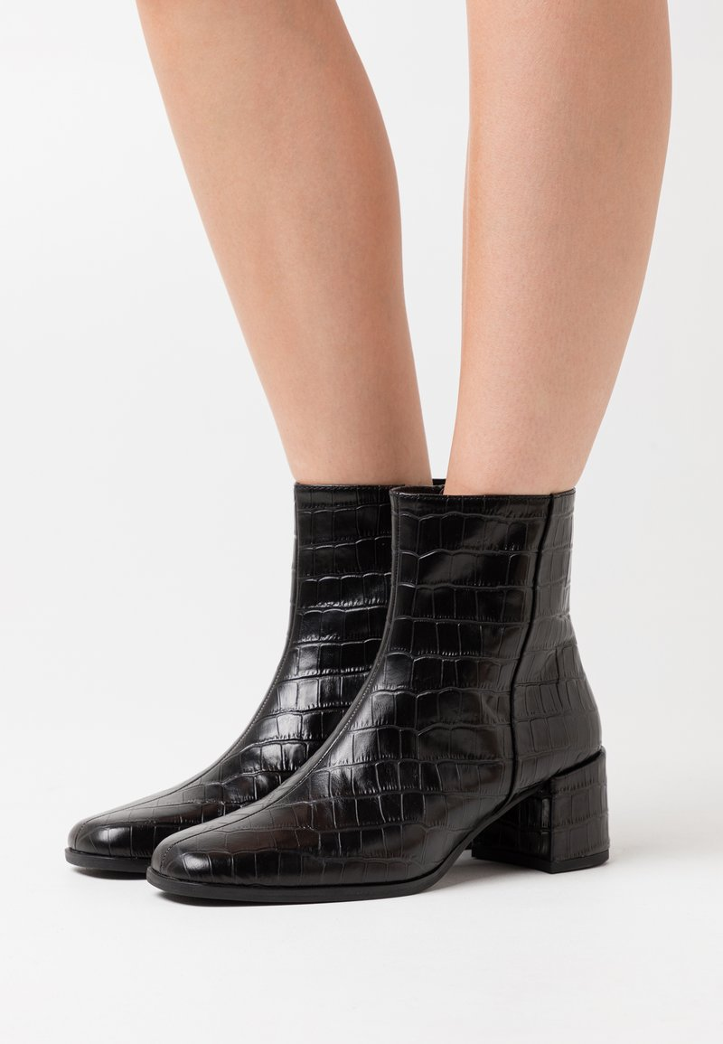 Vagabond - STINA - Kotníkové boty - black