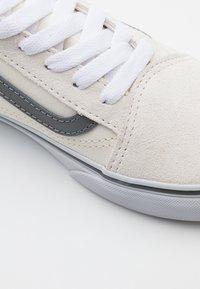 Vans - OLD SKOOL UNISEX - Trainers - marshmallow/gargoyle - 5