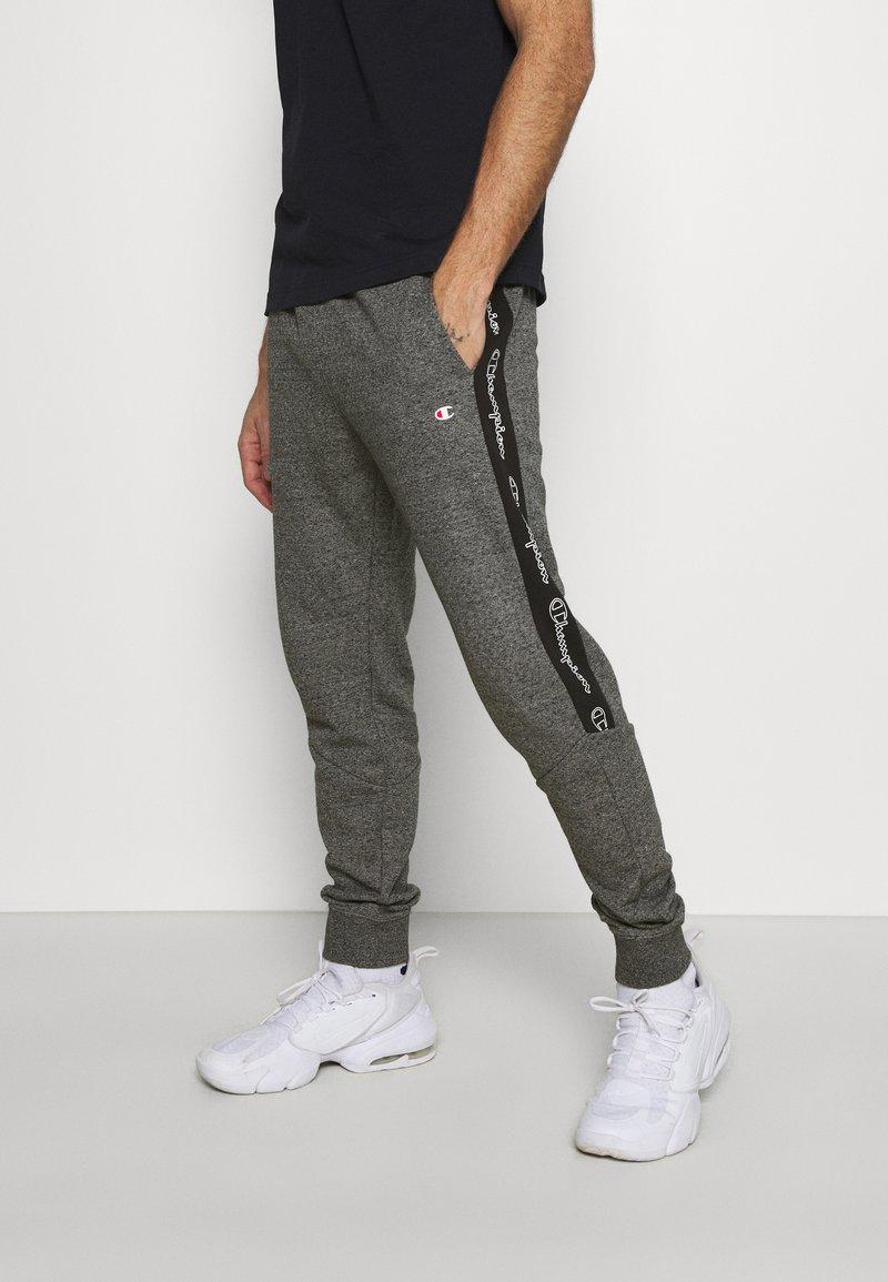 Champion - TAPE PANTS - Tracksuit bottoms - black/dark grey melange