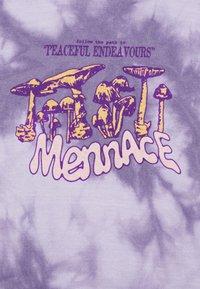 Mennace - PEACEFUL ENDEAVOURS TIE DYE HOODIE - Felpa con cappuccio - lilac - 5