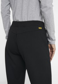 Barbour International - BANKSO TROUSER - Teplákové kalhoty - black - 5