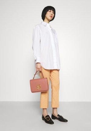 SCARF TOP HANDLE CROSSBODY - Handbag - rosa antico