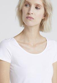 Filippa K - SCOOP NECK TOP - T-shirt - bas - white - 4