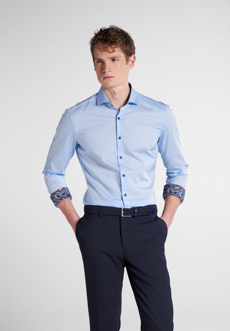 Eterna - SUPER SLIM - Formal shirt - hellblau