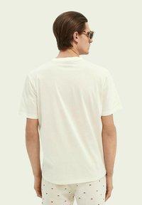 Scotch & Soda - GRAPHIC - Print T-shirt - vintage white - 2
