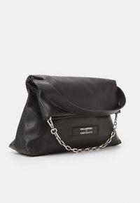 KARL LAGERFELD - SUSTAINABLE AMBER VALLETTA KLXAV FOLDED TOTE - Handbag - black - 5