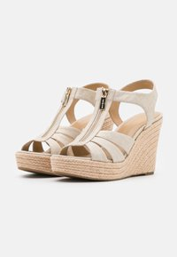 MICHAEL Michael Kors - BERKLEY WEDGE - Sandały na obcasie - pale gold