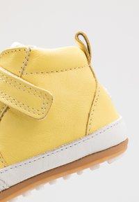 Robeez - MIGOLO - First shoes - jaune - 5
