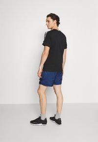 Nike Sportswear - FLOW GRID - Short - game royal/game royal/white - 2