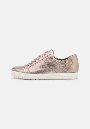 Sneakers laag - taupe metallic