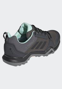 adidas Performance - TERREX AX3 GTX SHOES - Baskets basses - grey - 4
