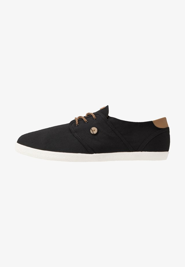 TENNIS CYPRESS - Matalavartiset tennarit - black