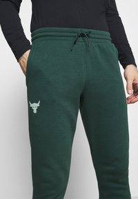 Under Armour - ROCK PANT - Tracksuit bottoms - ivy - 4