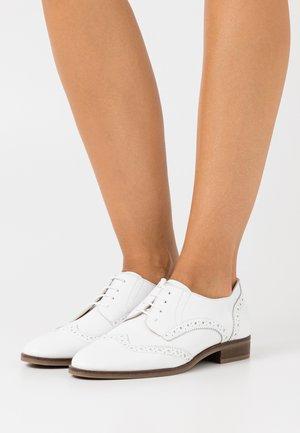 GUETTARDA - Šněrovací boty - white