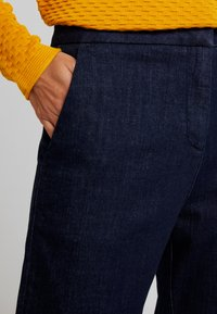 Opus - MILA - Flared jeans - deep rinsed blue - 5