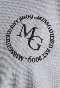 Missguided Plus - CROPPED HOODIE WAFFLE MISSGUIDED - Sweatshirt - grey - 2