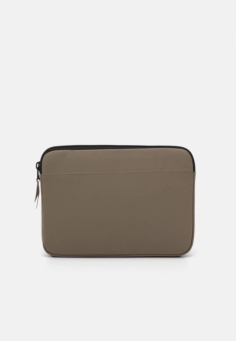 Rains - LAPTOP CASE - Taška na laptop - taupe