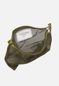 ARKET - SET UNISEX 3 PACK - Wash bag - green - 2
