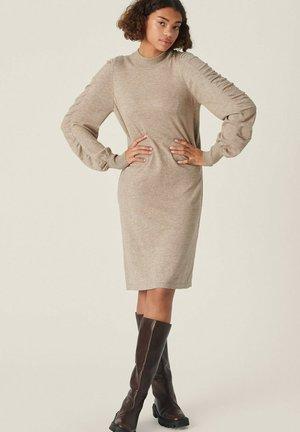 INETA RACHELLE  - Strikket kjole - dune melange