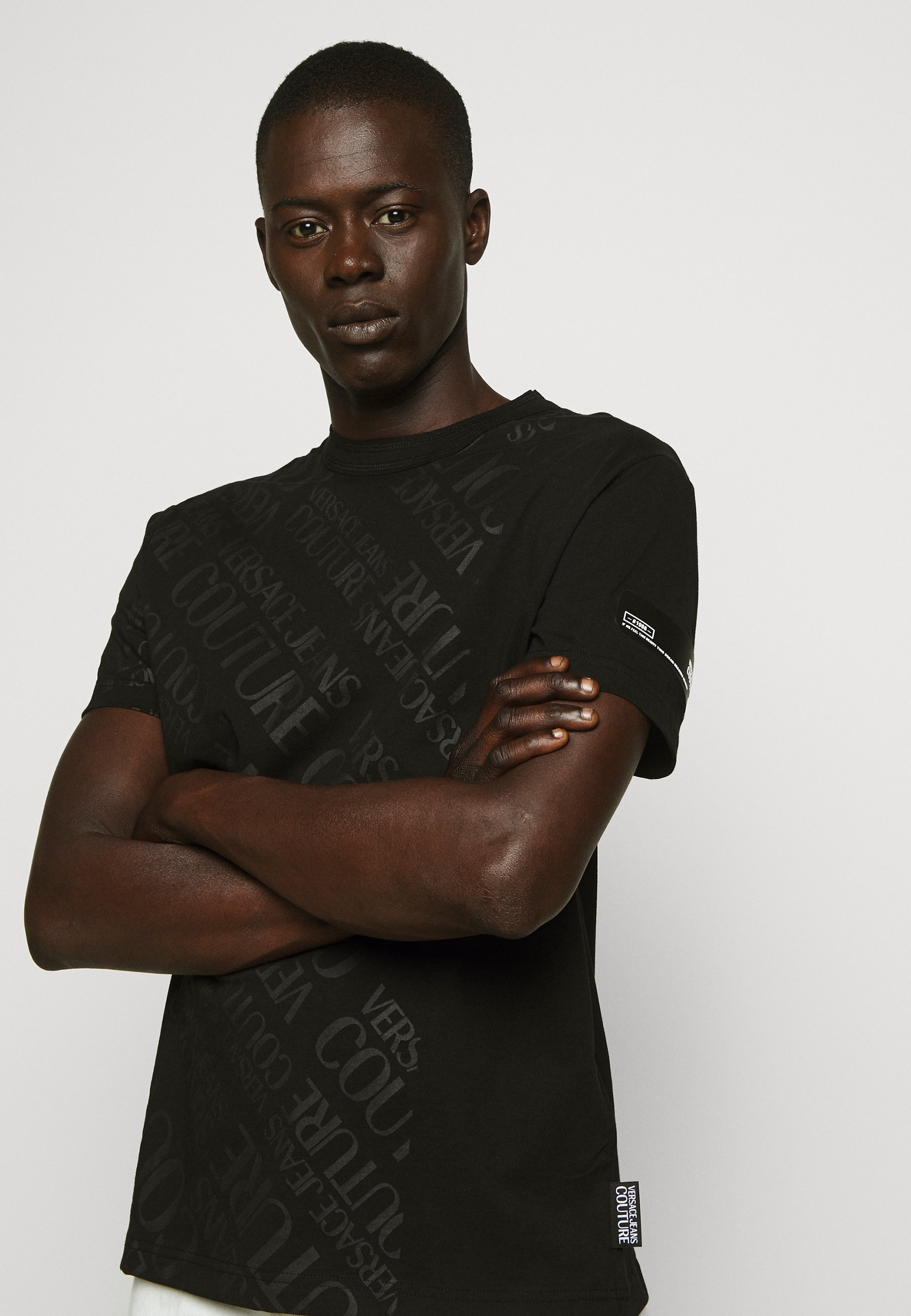 Versace Jeans Couture TONAL ALLOVER LOGO - T-shirts med print - black