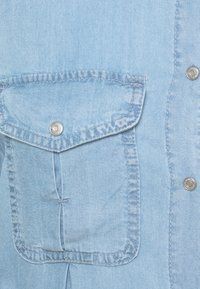 Vero Moda Tall - VMVIVIANAMIA SHIRT DRESS - Denim dress - light blue denim - 2