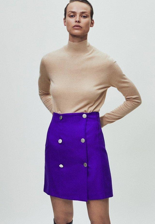 AUS REINER WOLLE MIT KNÖPFEN - Wrap skirt - dark purple
