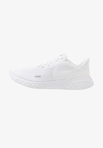 REVOLUTION 5 - Neutral running shoes - white