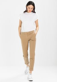 Tommy Hilfiger - MARIN - Chinos - classic camel - 1