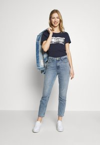 Tommy Jeans - METALLIC LOGO TEE - T-shirts med print - twilight navy - 1