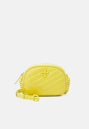 KIRA CHEVRON SMALL CAMERA BAG - Across body bag - calendula