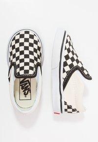 Vans - CLASSIC - Nazouvací boty - black/white - 0