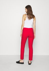 Benetton - TROUSERS - Džíny Straight Fit - red - 2