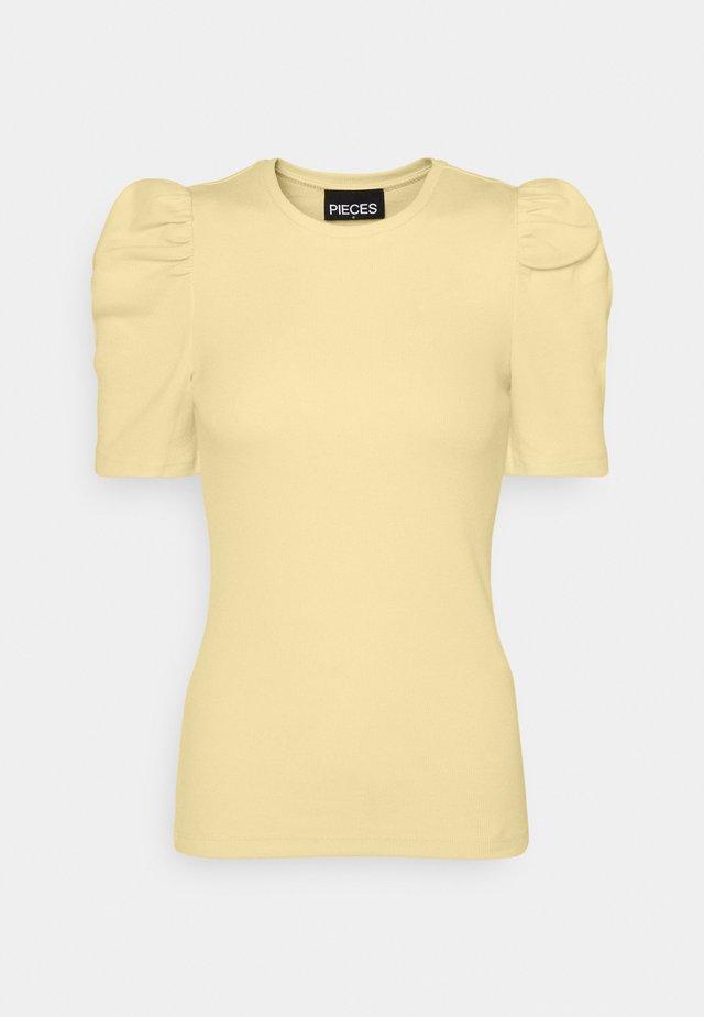 PCANNA  - T-shirt - bas - pale banana