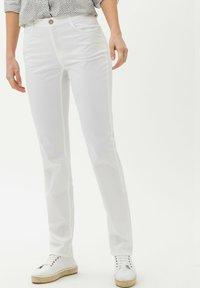 BRAX - STYLE MARY - Pantalon classique - white - 0