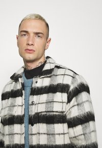 Topman - CHECK FLUFFY - Tunn jacka - black - 3