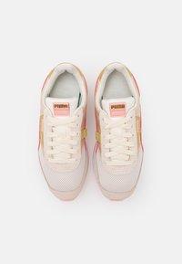 Puma - FUTURE RIDER CHROME - Trainers - eggnog/apricot blush/shifting sand - 5