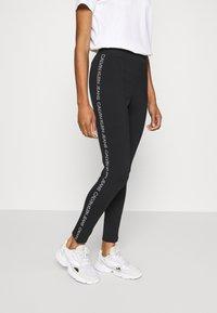 Calvin Klein Jeans - MOTO OUTLINE LOGO MILANO - Legging - black - 0