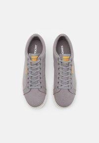 Jack & Jones - JFWCARTER - Sneakersy niskie - frost grey - 3