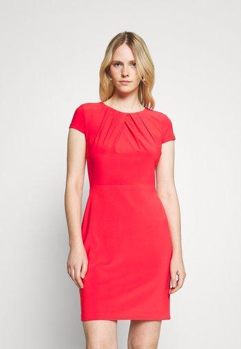 BRENDA SHORT SLEEVE DAY DRESS - Shift dress - bright hibiscus