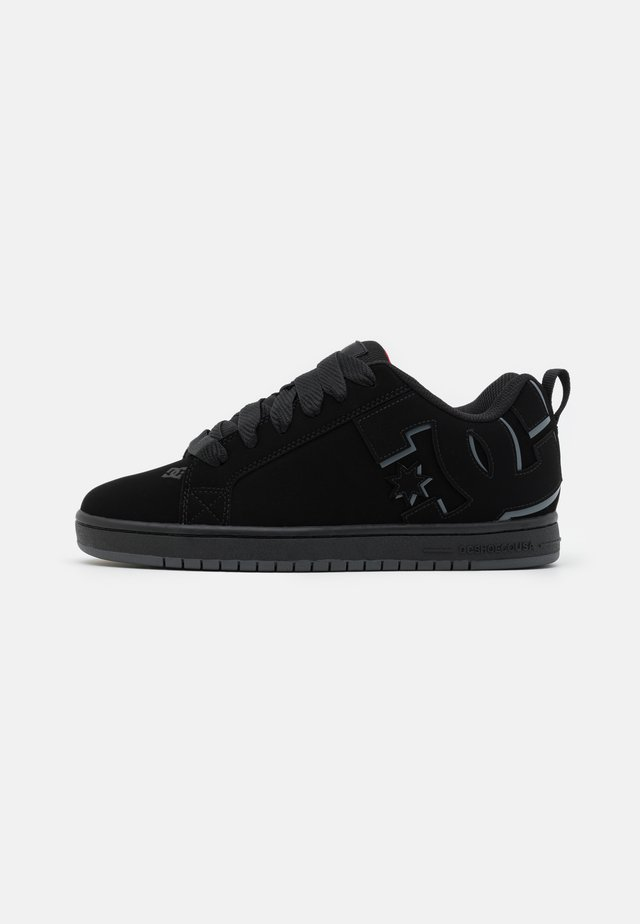 COURT GRAFFIK - Skate shoes - black/red