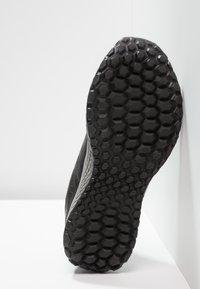 New Balance - KAYMIN  - Vaelluskengät - black/grey - 4