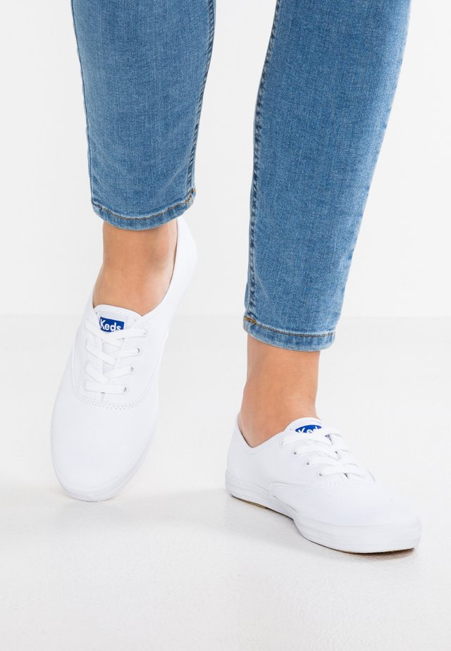 CHAMPION CORE  - Trainers - white
