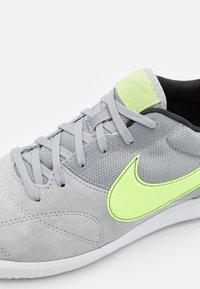 Nike Performance - PREMIER II SALA IC - Indoor football boots - light smoke grey/ghost green/white - 5