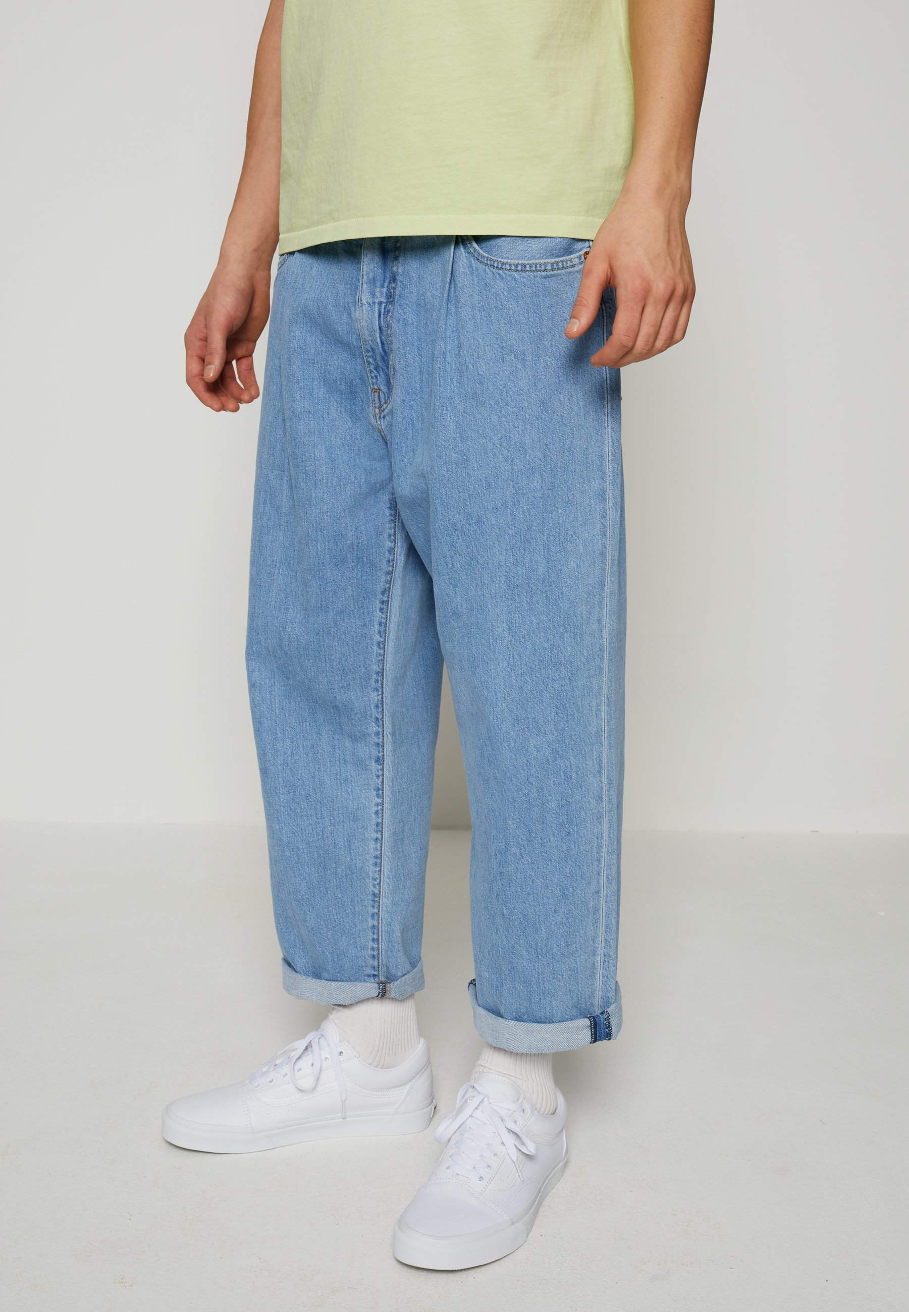 Men STAY LOOSE PLEATED CROP - Relaxed fit jeans - light indigo