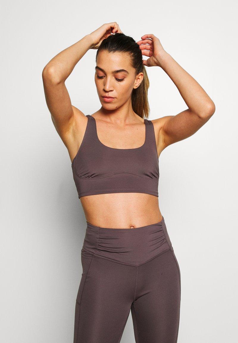 Free People - BREATHE EASY BRA - Sports bra - dark purple