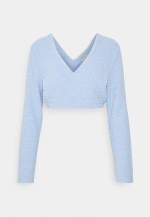 FUZZY LONG SLEEVE CROP - Pyjama top - blue