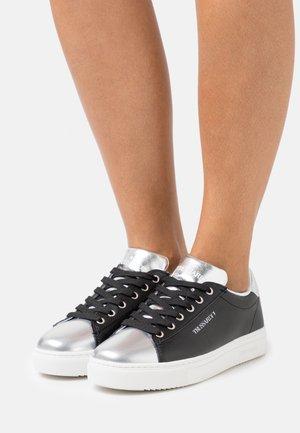 MIRROR - Sneakersy niskie - black/silver