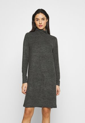 PCPAM HIGH NECK DRESS - Pletené šaty - dark grey melange